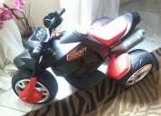 Vendo moto elétrica na cor preta e vermelha