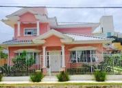 Casa alto padrão, 03 quartos, 02 vagas, living para 02 ambientes. contactarse.