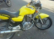 Vendo excelente moto suzuki  - 2011