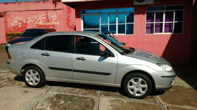 Excelente ford focus sedan 1.6 8v completo 2006/2007